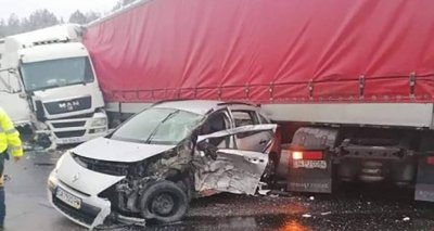 "Меле на ""Тракия"", удариха се два тира, автобус и две коли"