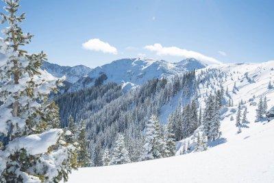 Сняг в планините, дъждът властва в низините