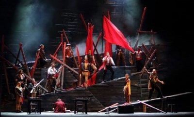 """""""Клетниците"""" триумфират в Софийската опера"""