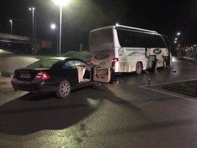Млад джигит се заби в автобус на кръстовище в Шумен