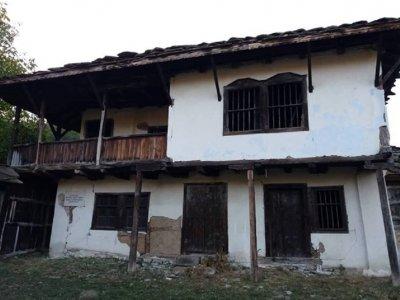 Срам! Руши се къщата на Левски край Ловеч