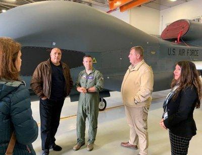 Борисов се качи на US самолетоносача Хари Труман