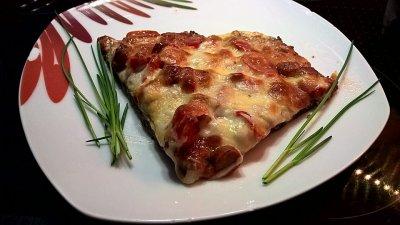Пица с ленено семе, домати и сирене