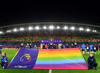 Арестуваха фенове на Уулвърхемптън заради хомофобски скандирания