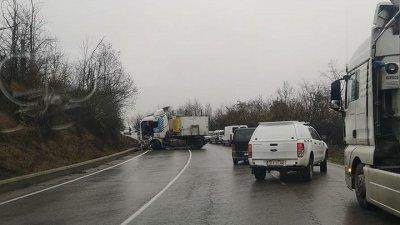 Трима пострадаха в катастрофа по пътя Русе - Разград