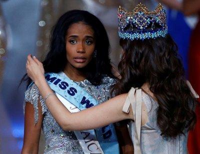 """Красавица от Ямайка сложи короната на """"Мис Свят"""" 2019"""