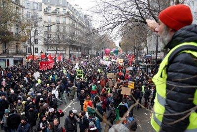 Французите протестират срещу пенсионната реформа втори пореден уикенд