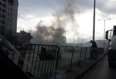 Кола се запали на столичен булевард (СНИМКИ)