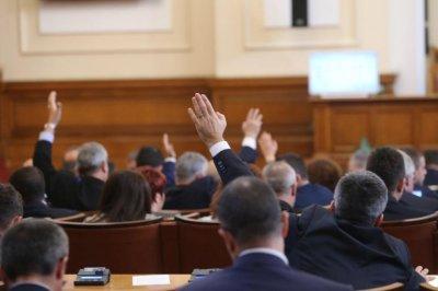 Отлага се с 6 месеца Законът за социалните услуги, реши ресорната комисия в НС