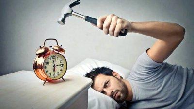 Учени доказаха: Ставането преди 5 ч. е вредно за здравето