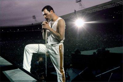 Белите панталони на Фреди Меркюри продадени за $26 000