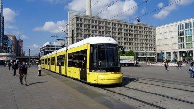 Пътници спасиха трамвай от дерайлиране
