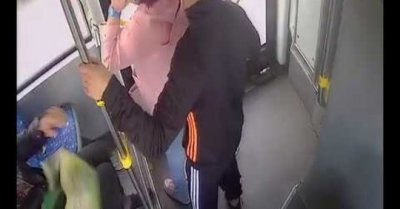 Арестуваха циганина, мастурбирал в автобус