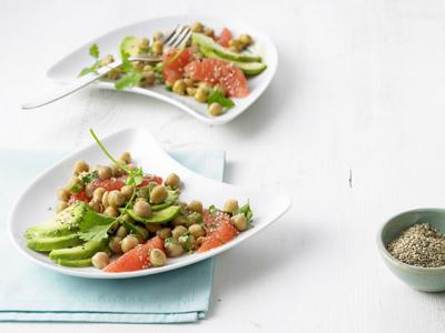 Нахутена салата с авокадо и грейпфрут