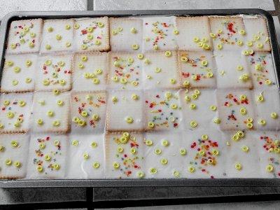 Лимонов сладкиш с пудинг и бисквити