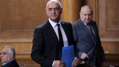 Дече Дечев напуска поста управител на НЗОК през март?