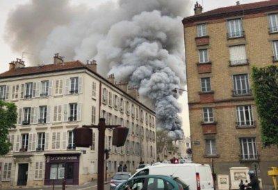 """След """"Нотр Дам"""" - нов пожар стресна Париж (обновена)"""