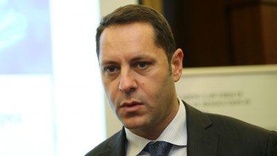 Зам.-министър Манолев представлявал фирмата, строила с евросредства
