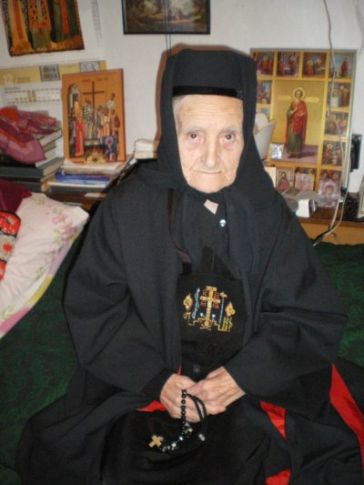 Най-възрастната монахиня у нас подкара 100