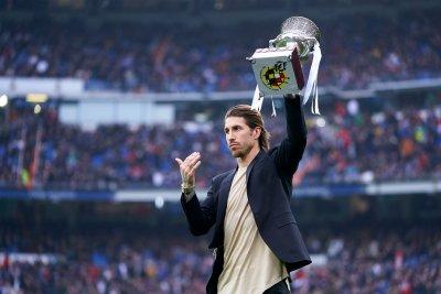 Реал показа Суперкупата и победи Севиля в скандален мач