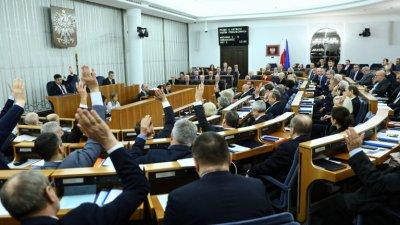 Полша забрани на политиците да уволняват съдии
