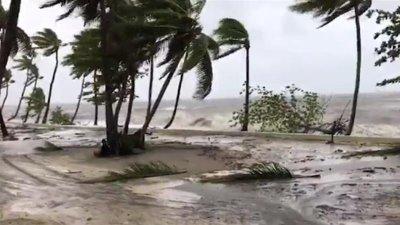 Двама души са в неизвестност след тропическа буря на Фиджи
