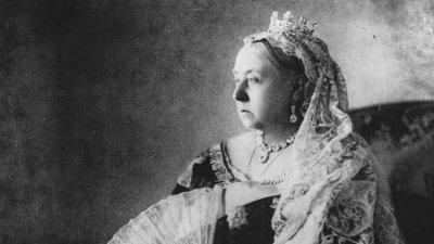 Кюлоти и чорапи на кралица Виктория отиват на търг