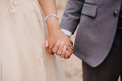 Съпруг откри, че спи до булка-мъж две седмици след сватбата