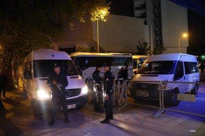 Очевидец на кървавата драма в Истанбул: Българинът размахваше мачете, не говореше