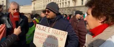 Перничани блокират София (СНИМКИ)