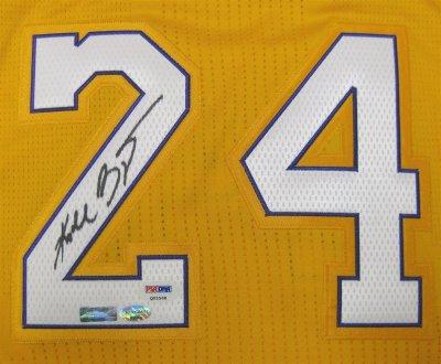 Далас Маверикс е първият отбор, който извади от употреба №24