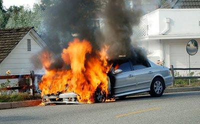 Десетки коли горят в хасковска автоморга