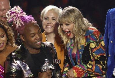 """Тейлър Суифт бойкотира наградите """"Грами"""""""