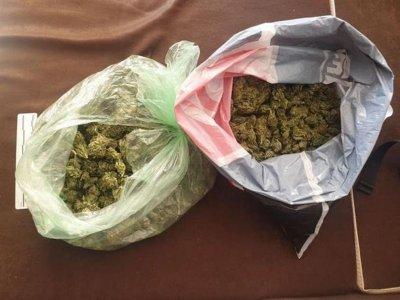 Задържаха мъж с над половин кг марихуана в Пловдив