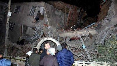 ЕКСКЛУЗИВНО! Поне 19 жертви на труса в Турция (СНИМКИ)