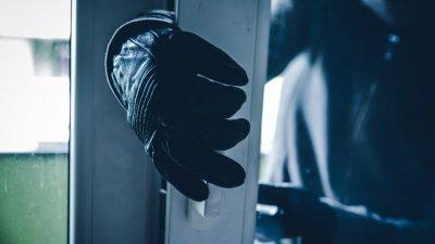Крадци отмъкнаха 13 000 паунда през капандура във Велико Търново