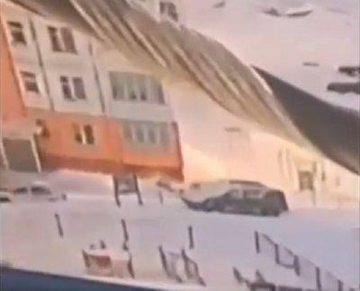 Жена падна от 9-ия етаж, изтупа се и си тръгна (ВИДЕО)