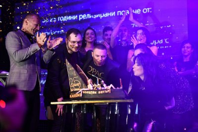 Жени Калканджиева духа свещички (СНИМКИ)