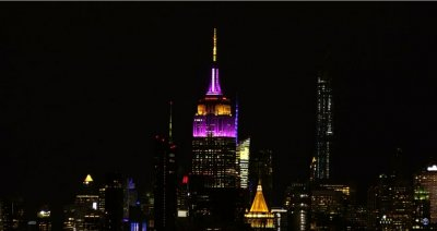 """В памет на Коби: """"Емпайър Стейт Билдинг"""" светна в цветовете на """"Лейкърс"""" (Видео)"""