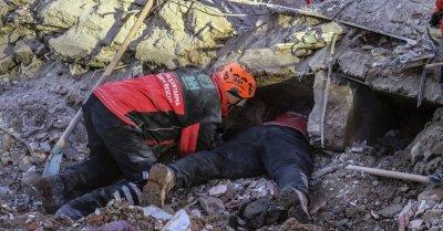 Жертвите на труса в Турция са 41