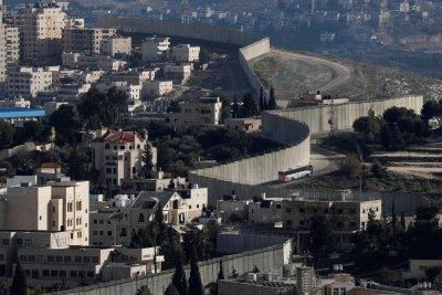 """Абу Дис - """"палестинската столица"""", която не иска да бъде столица"""