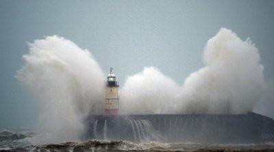 Страхотна буря удари Великобритания