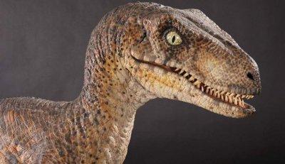 Жив динозавър се разхожда в Тбилиси