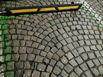 Първо в Lupa.bg: Изнервени шофьори рушат паркингите за тротинетки (СНИМКИ)