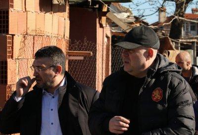 Иван Гешев и Младен Маринов на среща с жители на Бобов дол
