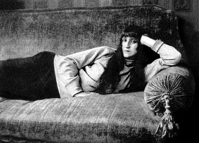100 години по-късно: Пускат парфюма на Анна Ахматова
