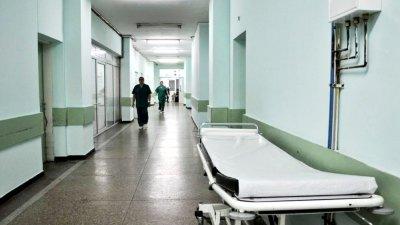 """Четирима гърци са в болница след удар от тир на """"Тракия"""""""