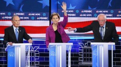 Блумбърг мишена на яростни атаки на дебата на демократите