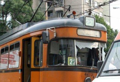 Разсеяна майка си забрави бебето в трамвай №22