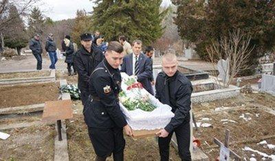 Погребаха самоубилия се в ДАНС Емил Крумов